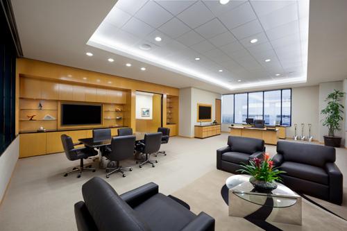 (2) 办公室的大门须比对面的门大,因为大则在气势上就赢,小则败.